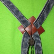 grembiule-jeans-con-spacco-particolare1